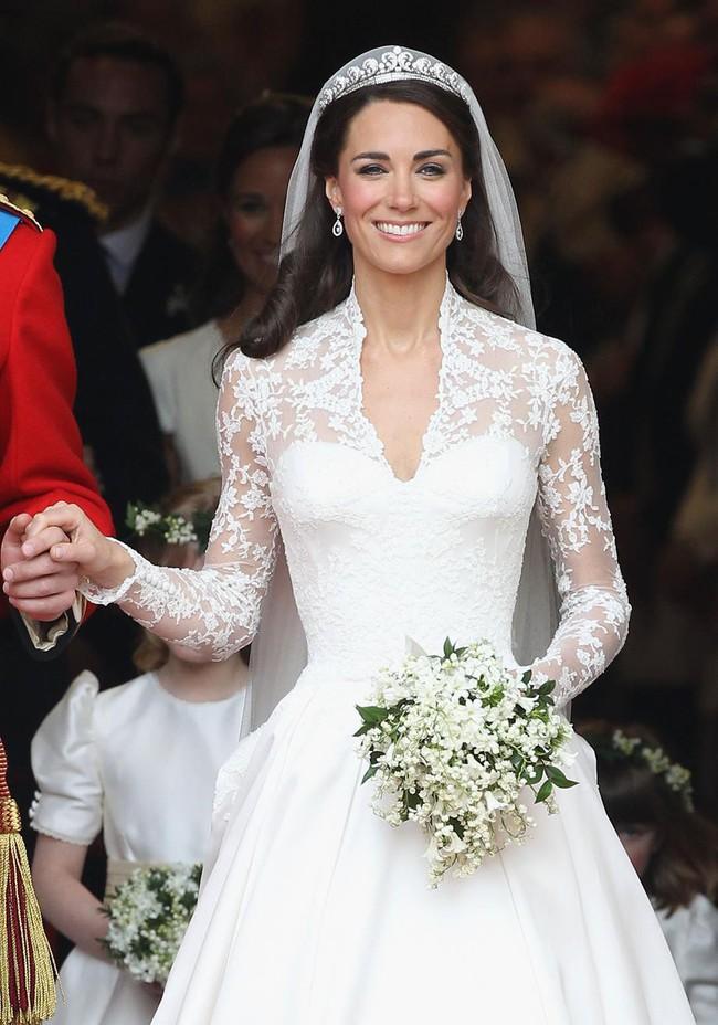 Bí mật động trời trong đám cưới William - Kate: Kate trái lệnh Hoàng gia để làm điều này nhưng lý do đằng sau lại quá đỗi ngọt ngào - Ảnh 2.