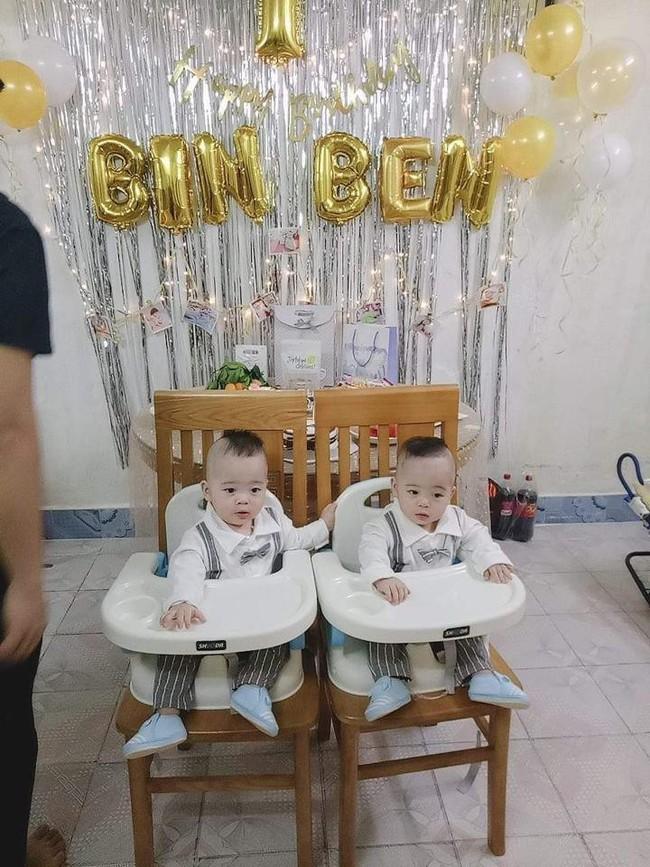 Hành trình giành giật sự sống của cặp sinh đôi chào đời ở tuần 30, phổi bị xẹp không thể tự thở - Ảnh 8.