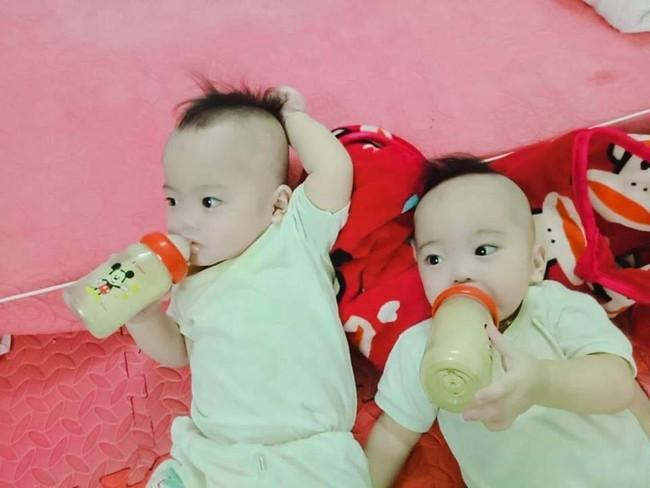 Hành trình giành giật sự sống của cặp sinh đôi chào đời ở tuần 30, phổi bị xẹp không thể tự thở - Ảnh 5.