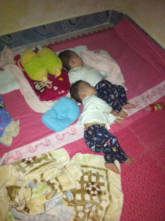 Hành trình giành giật sự sống của cặp sinh đôi chào đời ở tuần 30, phổi bị xẹp không thể tự thở - Ảnh 4.