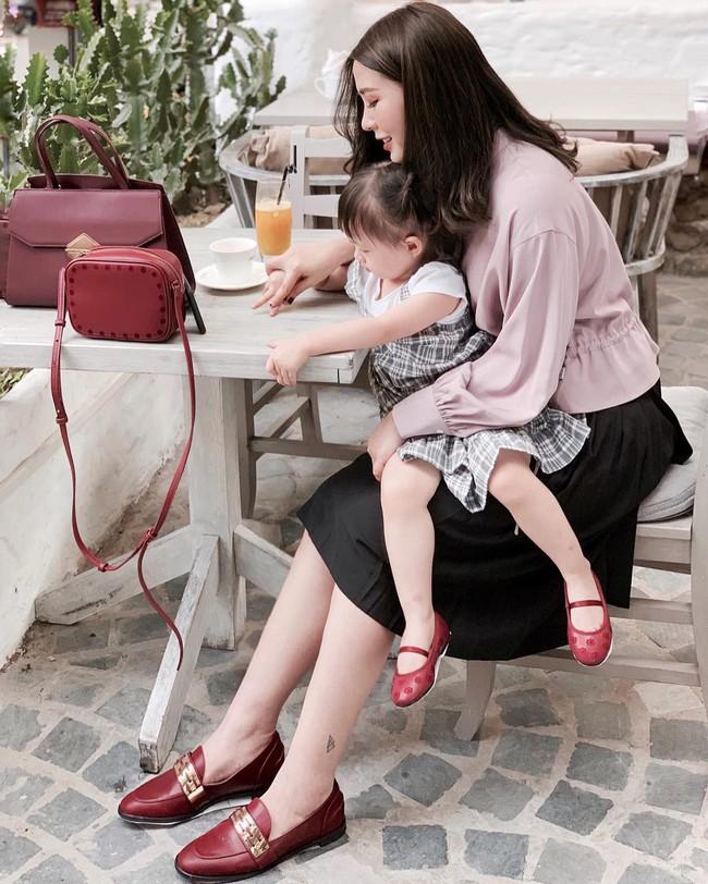 Street style tuần này: Hằng Túi huýt sáo đi đẻ được mọi người khen hết lời vì diện váy vừa đẹp lại sang  - Ảnh 2.