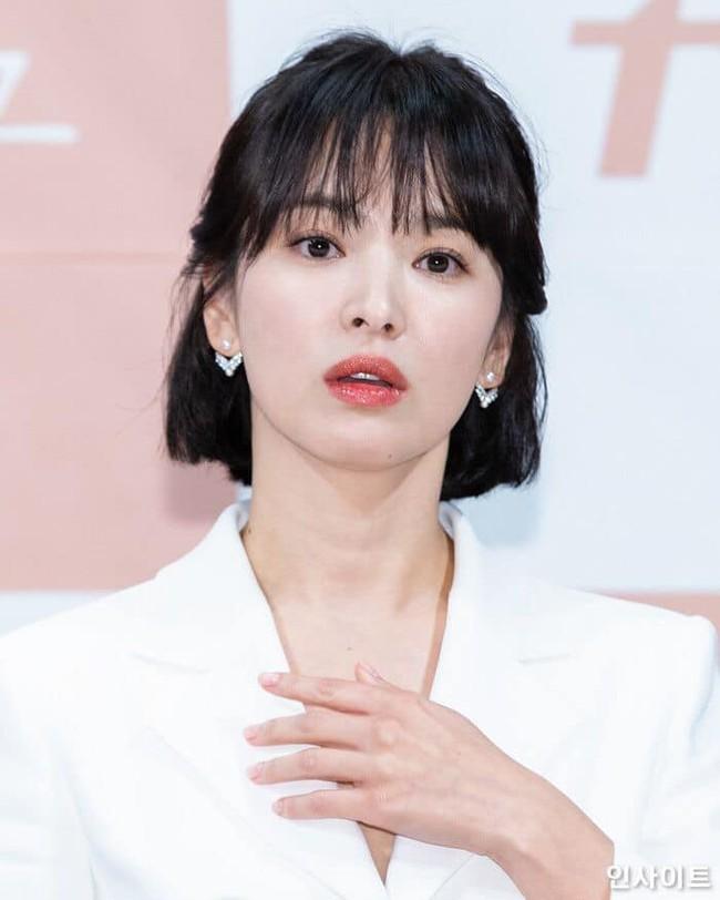 Cứ ngưỡng mộ Song Hye Kyo đã U40 mà vẫn trẻ trung, nào biết cô còn nhờ vào 6 tips làm đẹp giản đơn này - Ảnh 1.