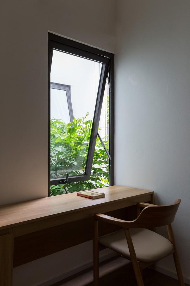 Xây từ miếng đất nhiều nhược điểm, ngôi nhà 85m² ở Hà Nội này vẫn được trầm trồ khen vừa đẹp, vừa xanh - Ảnh 14.