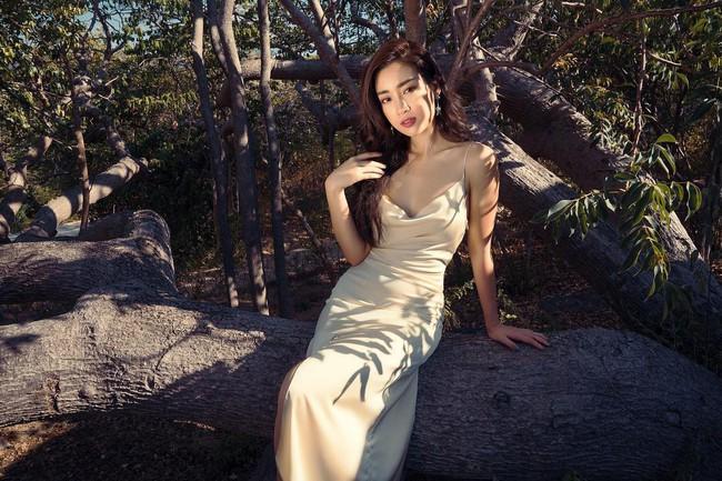 """Khi sao nữ Việt cùng diện đầm trễ nải: Người sexy """"ná thở"""", người lộ ngay thân hình gầy đét - Ảnh 1."""