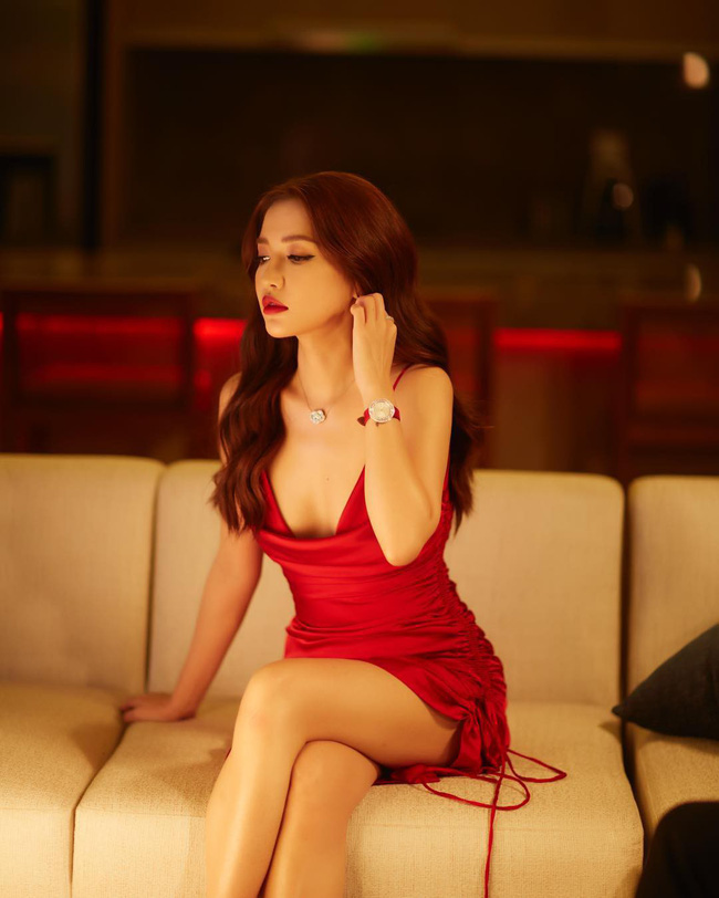 """Khi sao nữ Việt cùng diện đầm trễ nải: Người sexy """"ná thở"""", người lộ ngay thân hình gầy đét - Ảnh 5."""