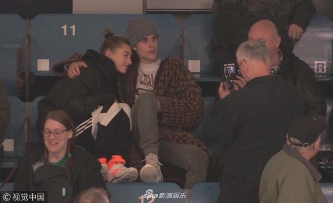 Justin Bieber đi xem khúc côn cầu mà không thể rời mắt khỏi Hailey Bladwin - Ảnh 4.