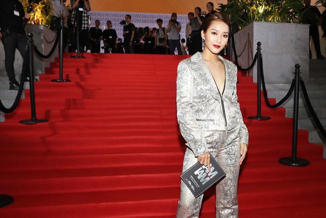 Midu đẹp tựa nữ thần, Mai Phương gạt bỏ bạo bệnh xuất hiện rạng rỡ trên thảm đỏ Chung Thanh Phong - Ảnh 13.