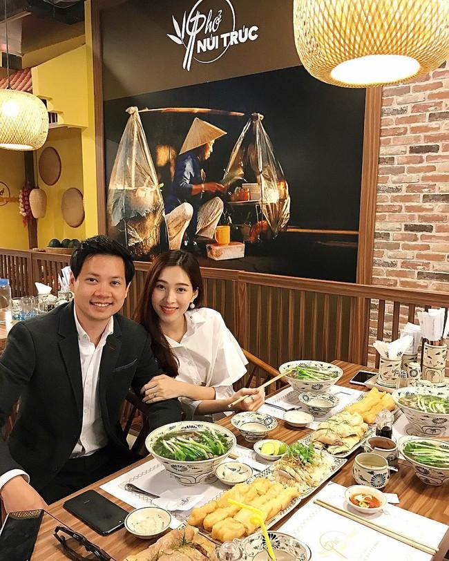 Ngọt ngào như vợ chồng nhà HH Thu Thảo: Từ lúc hẹn hò tới giờ vẫn rất tích cực diện đồ xuyệt tông với nhau - Ảnh 4.