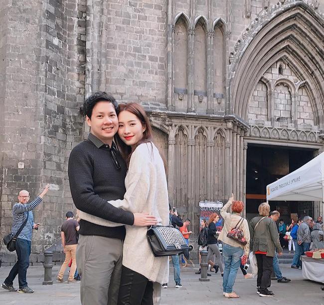 Ngọt ngào như vợ chồng nhà HH Thu Thảo: Từ lúc hẹn hò tới giờ vẫn rất tích cực diện đồ xuyệt tông với nhau - Ảnh 6.