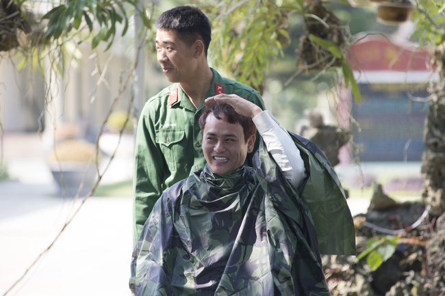 Lộ đầu hói trong Sao Nhập Ngũ, ông bố đơn thân Ưng Đại Vệ cấy 2 ngàn sợi tóc để thoát cảnh ít tóc - Ảnh 3.