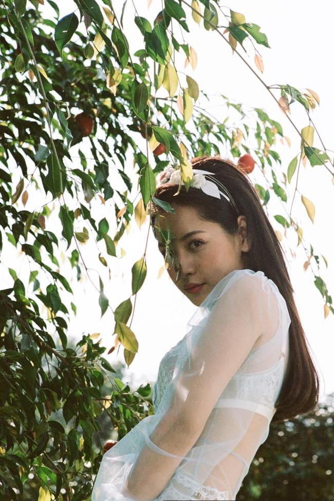 Đỏ mặt với loạt cảnh cởi áo khoe thân 16+ của Chi Pu và tình tin đồn Jin Ju Hyung - Ảnh 11.