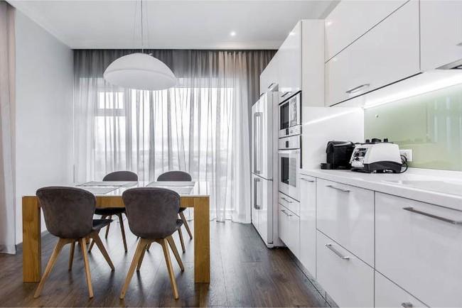 Cách chọn rèm cửa cho nhà bếp kết nối với ban công vừa đẹp vừa thuận tiện đi lại - Ảnh 7.