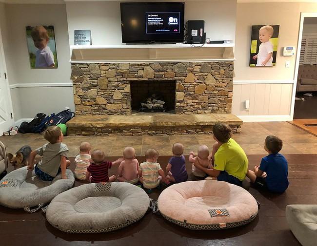 """Cuộc sống siêu bận rộn của gia đình sinh 6 em bé """"đẹp tựa thiên thần - Ảnh 23."""