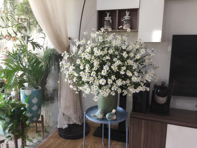 Mẹ đảm Hà Thành chia sẻ bí quyết cắm bình hoa kiểu rẻ quạt hoặc quả cầu không dùng xốp vẫn đẹp  - Ảnh 13.