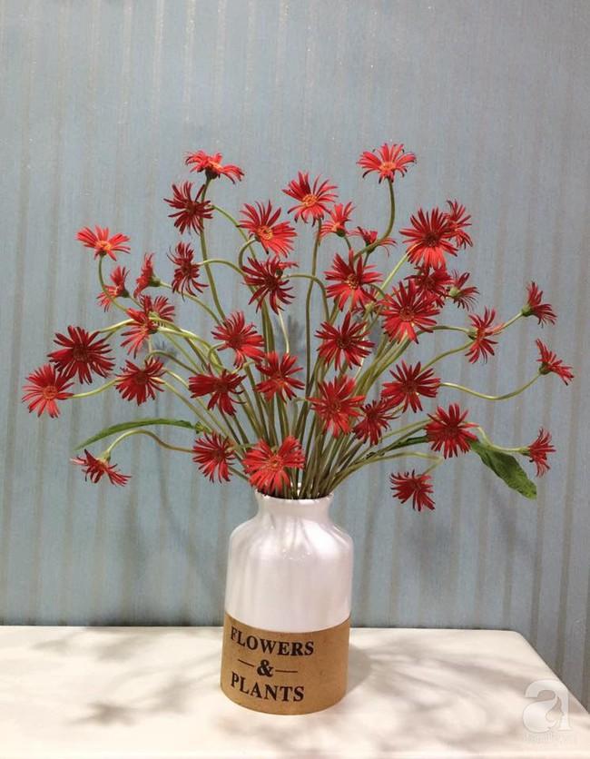 Mẹ đảm Hà Thành chia sẻ bí quyết cắm bình hoa kiểu rẻ quạt hoặc quả cầu không dùng xốp vẫn đẹp  - Ảnh 12.