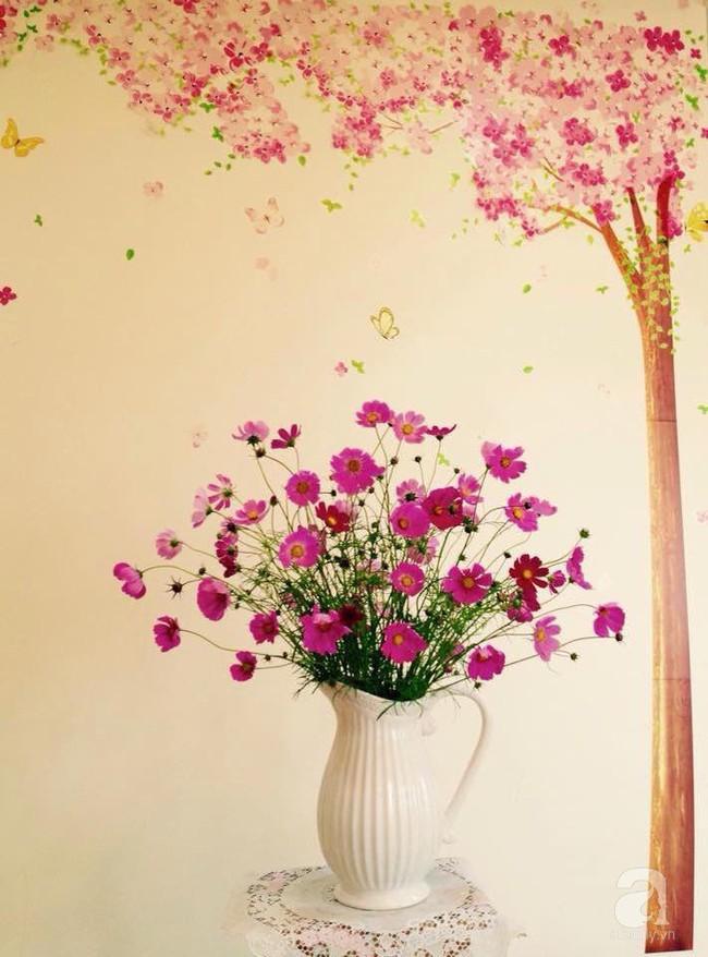 Mẹ đảm Hà Thành chia sẻ bí quyết cắm bình hoa kiểu rẻ quạt hoặc quả cầu không dùng xốp vẫn đẹp  - Ảnh 11.