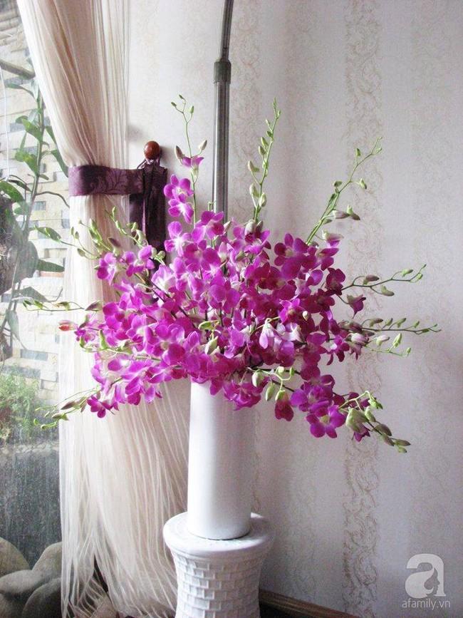 Mẹ đảm Hà Thành chia sẻ bí quyết cắm bình hoa kiểu rẻ quạt hoặc quả cầu không dùng xốp vẫn đẹp  - Ảnh 10.