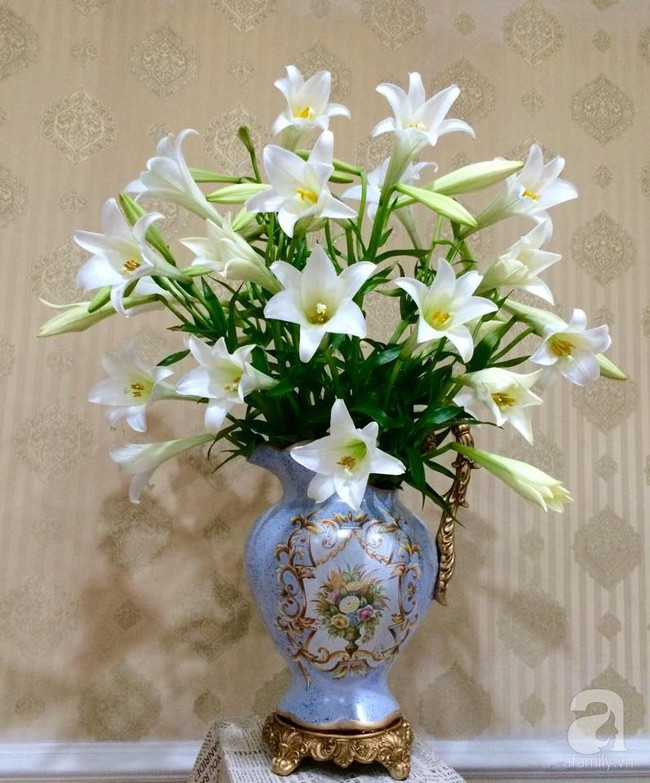 Mẹ đảm Hà Thành chia sẻ bí quyết cắm bình hoa kiểu rẻ quạt hoặc quả cầu không dùng xốp vẫn đẹp  - Ảnh 8.