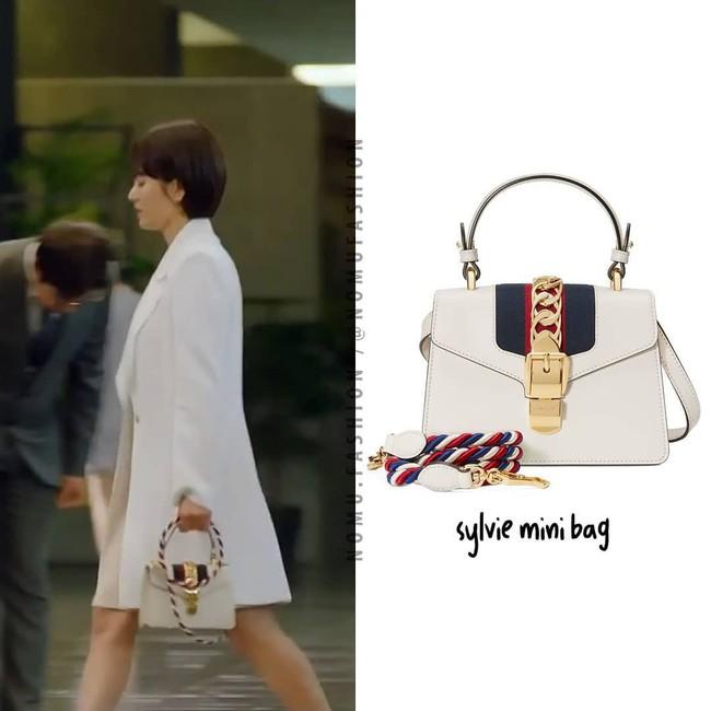 """Phim vừa chiếu, Song Hye Kyo đã """"bị"""" soi ngay style đơn giản mà mang giày 7 triệu, túi 80 triệu đồng - Ảnh 5."""