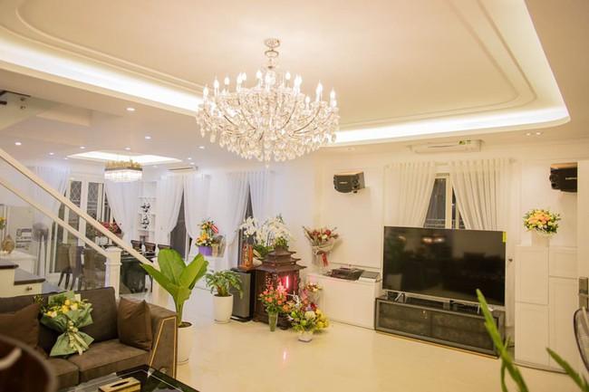 Ngắm căn biệt thự gần 20 tỷ với lễ mừng tân gia hoành tráng của ca sĩ Quang Hà ở Hà Nội - Ảnh 11.