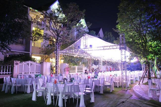 Ngắm căn biệt thự gần 20 tỷ với lễ mừng tân gia hoành tráng của ca sĩ Quang Hà ở Hà Nội - Ảnh 3.