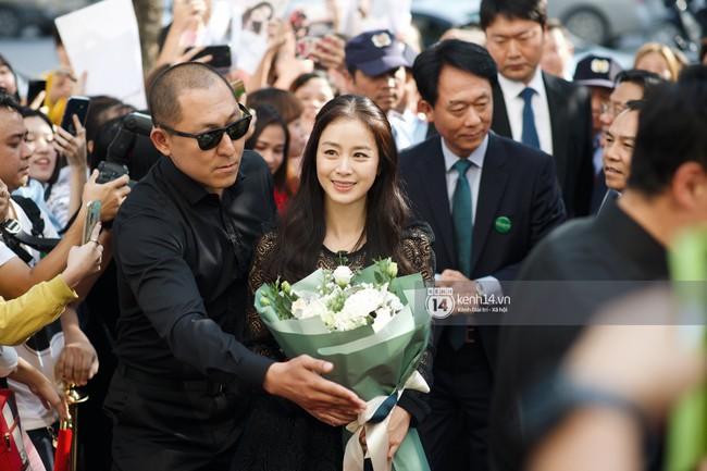 Tâm lý như Kim Tae Hee: Vừa về từ Việt Nam đã bay vội sang Singapore gặp chồng Bi Rain giữa lùm xùm đòi nợ - Ảnh 2.