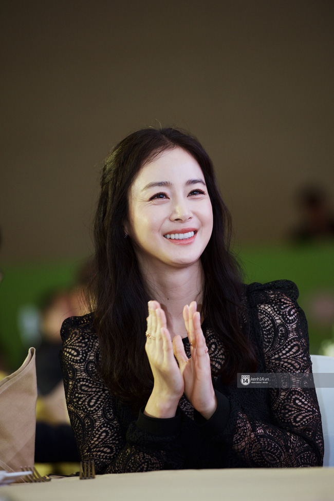 Tâm lý như Kim Tae Hee: Vừa về từ Việt Nam đã bay vội sang Singapore gặp chồng Bi Rain giữa lùm xùm đòi nợ - Ảnh 3.