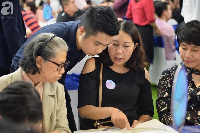 Hà Nội: Hàng ngàn dân công sở cùng các cặp vợ chồng trẻ ùn ùn đổ về xem căn hộ mẫu của VinCity  - Ảnh 5.