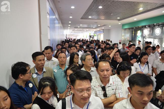 Hà Nội: Hàng ngàn dân công sở cùng các cặp vợ chồng trẻ ùn ùn đổ về xem căn hộ mẫu của VinCity  - Ảnh 13.