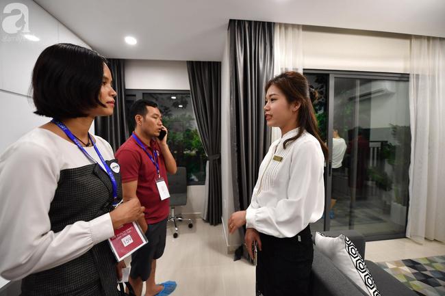 Hà Nội: Hàng ngàn dân công sở cùng các cặp vợ chồng trẻ ùn ùn đổ về xem căn hộ mẫu của VinCity  - Ảnh 17.