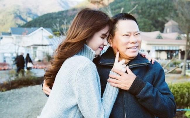 Lộ clip tỷ phú Hoàng Kiều xác nhận bỏ Ngọc Trinh vì bắt cá hai tay trong thời gian yêu nhau  - Ảnh 2.