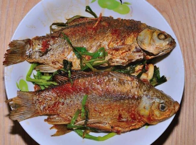 Ai mà ngờ chỉ với 3 bước đơn giản này, món cá rán tôi làm hoàn toàn không bị tanh, không bị bắn dầu và cũng không bị dính chảo - Ảnh 3.