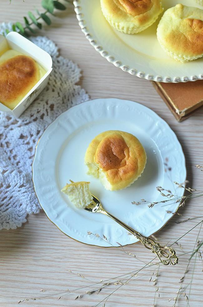 Cần gì phải mua, mẹ nào cũng có thể tự làm cupcake phô mai siêu mềm mịn cho bé - Ảnh 12.