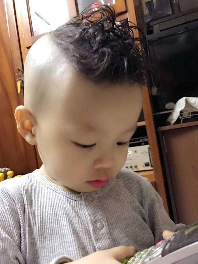 Đã tìm ra cậu bé chất chơi nhất Việt Nam, 4 tuổi đã sở hữu hàng chục kiểu tóc có một không hai - Ảnh 14.