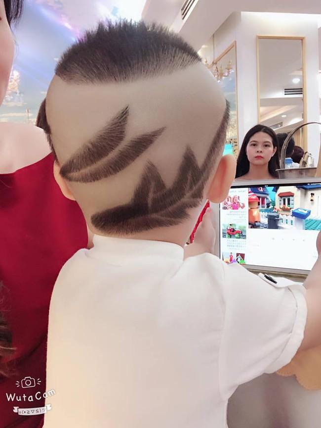 Đã tìm ra cậu bé chất chơi nhất Việt Nam, 4 tuổi đã sở hữu hàng chục kiểu tóc có một không hai - Ảnh 1.