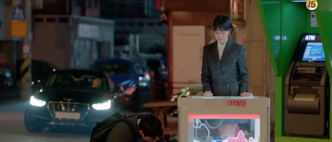 Chỉ vì hành động này của Song Hye Kyo mà Park Bo Gum tủm tỉm cười mãi dù cô đã đi xa - Ảnh 4.