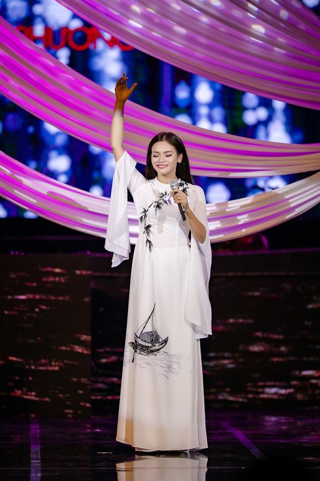 Phạm Phương Thảo cùng Thanh Lam, Trọng Tấn khiến khán giả cay mắt, hân hoan trong liveshow kỷ niệm 20 năm ca hát - Ảnh 1.
