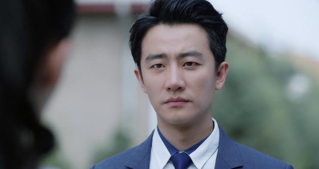 Sau vụ ồn ào lên giường nhầm người, bỏ rơi Angelababy,  Hoàng Hiên chính thức vượt mặt Chung Hán Lương  - Ảnh 3.