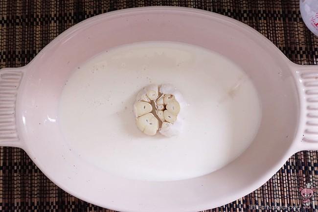 Có thứ nguyên liệu quen thuộc bạn không thể ngờ được nó là bí quyết cho món thịt heo quay vàng ươm, giòn rụm  - Ảnh 5.