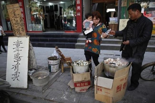 Thật khó tin: Món trứng luộc nước tiểu nghe hơi đáng sợ này lại là di sản văn hóa phi vật thể của Trung Quốc - Ảnh 7.
