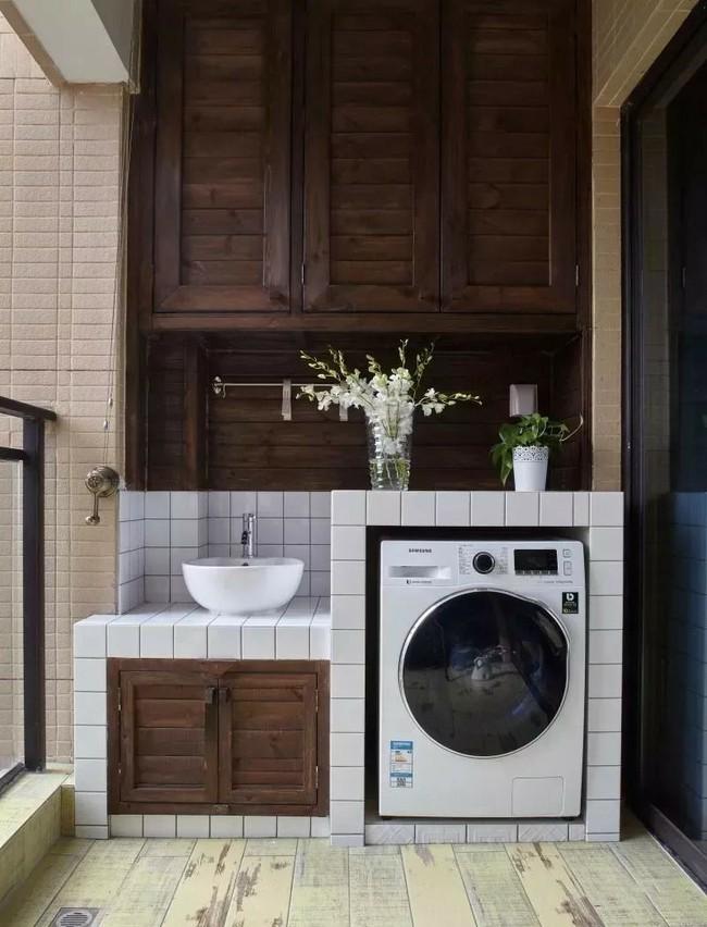 Tận dụng ban công làm nơi vừa thư giãn vừa để máy giặt, giải pháp siêu hay cho những người ở nhà chung cư - Ảnh 7.