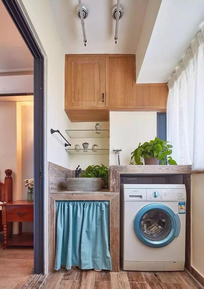 Tận dụng ban công làm nơi vừa thư giãn vừa để máy giặt, giải pháp siêu hay cho những người ở nhà chung cư - Ảnh 1.