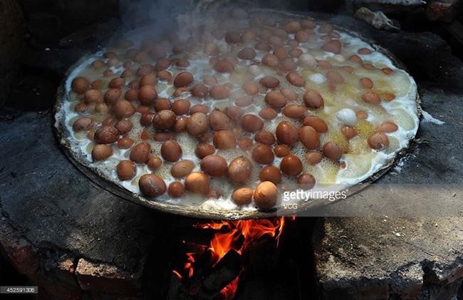 Thật khó tin: Món trứng luộc nước tiểu nghe hơi đáng sợ này lại là di sản văn hóa phi vật thể của Trung Quốc - Ảnh 5.