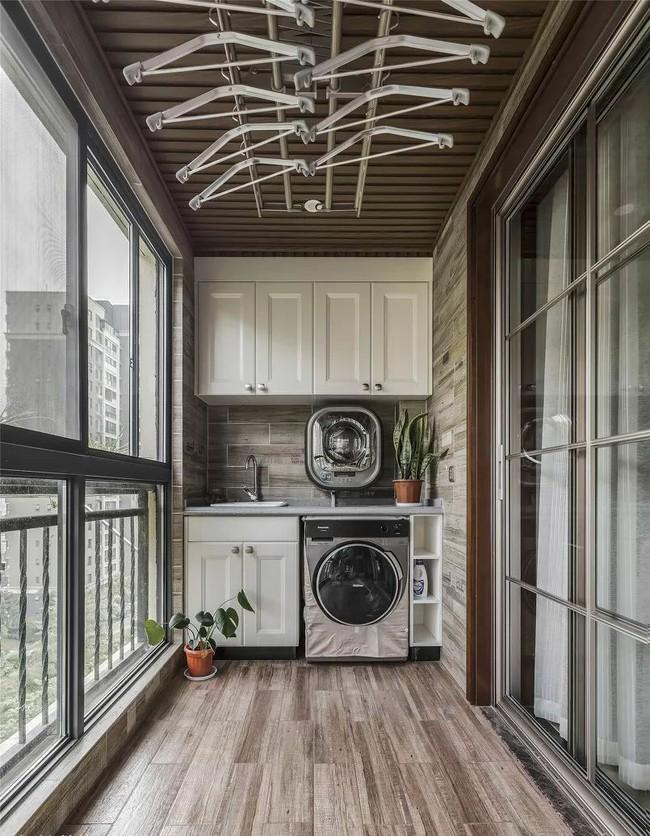 Tận dụng ban công làm nơi vừa thư giãn vừa để máy giặt, giải pháp siêu hay cho những người ở nhà chung cư - Ảnh 5.