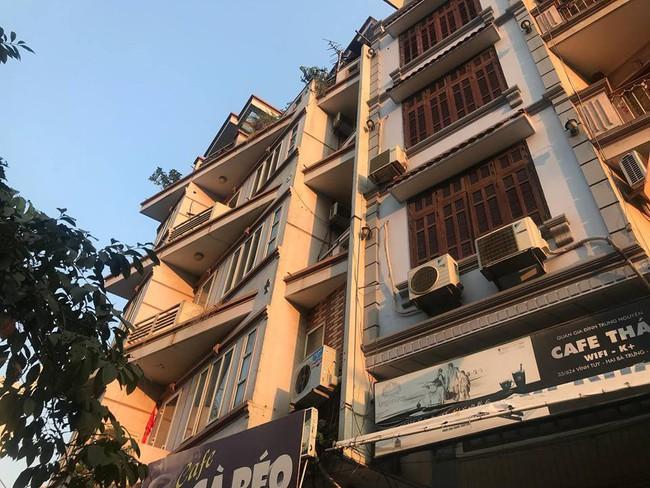 Hà Nội: Nam thanh niên thoát chết sau khi rơi từ tầng 5 trúng yên xe máy - Ảnh 2.