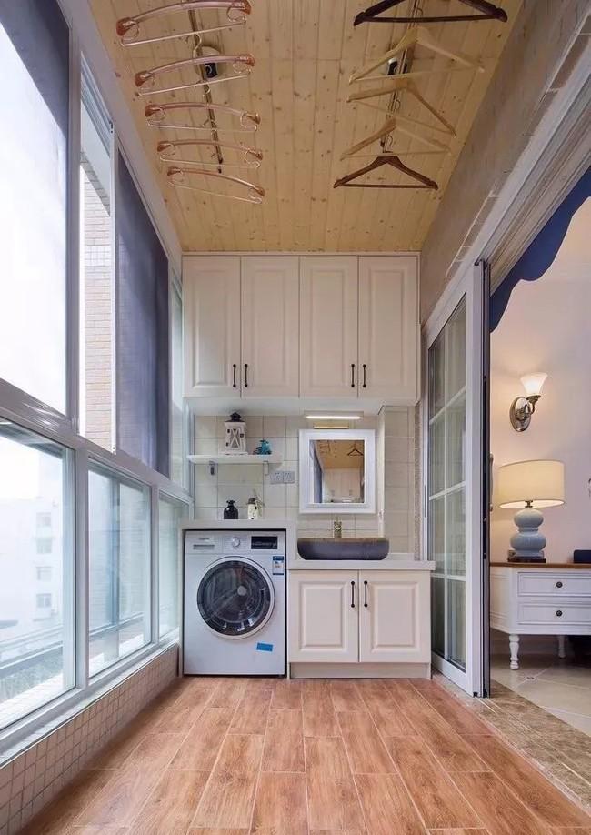 Tận dụng ban công làm nơi vừa thư giãn vừa để máy giặt, giải pháp siêu hay cho những người ở nhà chung cư - Ảnh 4.