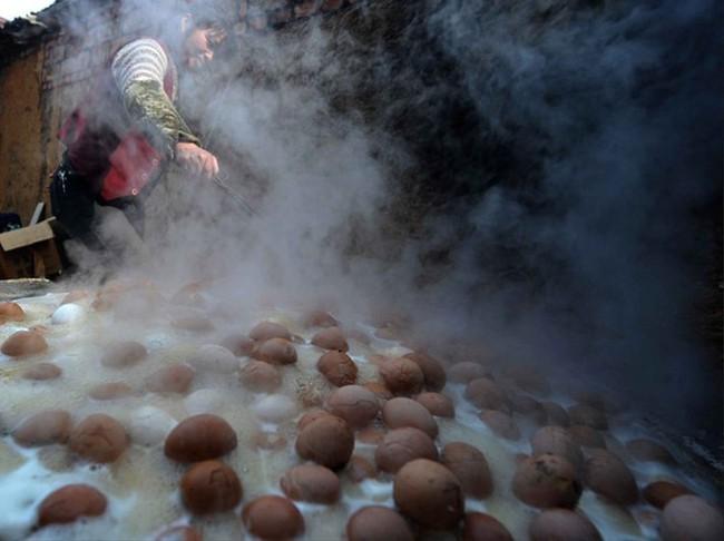 Thật khó tin: Món trứng luộc nước tiểu nghe hơi đáng sợ này lại là di sản văn hóa phi vật thể của Trung Quốc - Ảnh 8.