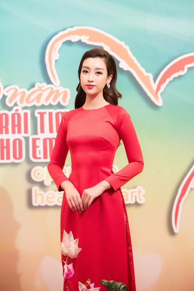 Hoa hậu Đỗ Mỹ Linh ngày càng mảnh mai khó tin, diện áo dài đỏ rực khi làm đại sứ - Ảnh 5.