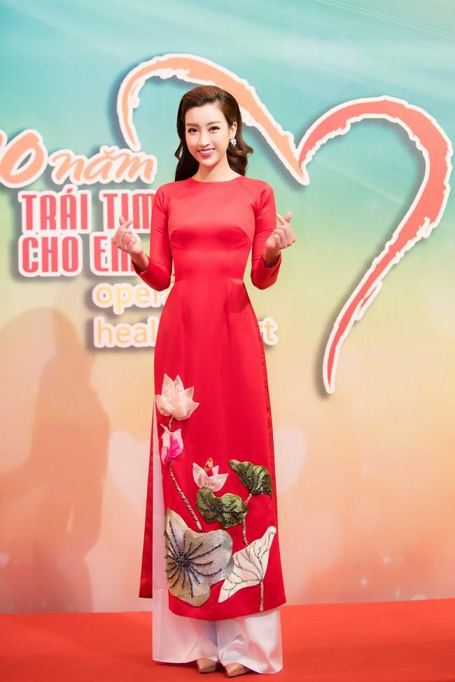 Hoa hậu Đỗ Mỹ Linh ngày càng mảnh mai khó tin, diện áo dài đỏ rực khi làm đại sứ - Ảnh 3.