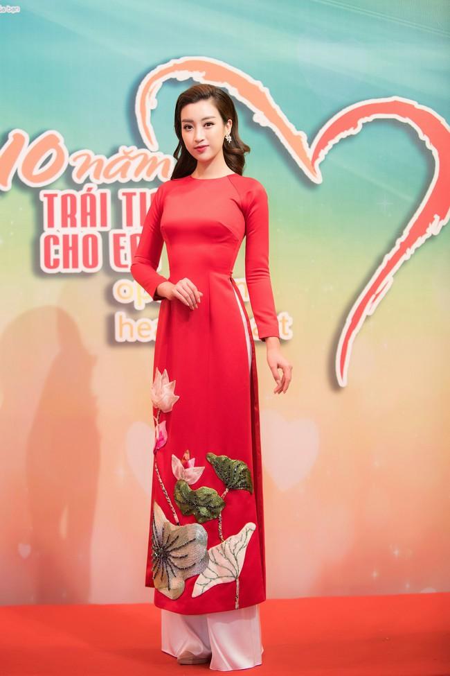 Hoa hậu Đỗ Mỹ Linh ngày càng mảnh mai khó tin, diện áo dài đỏ rực khi làm đại sứ - Ảnh 1.